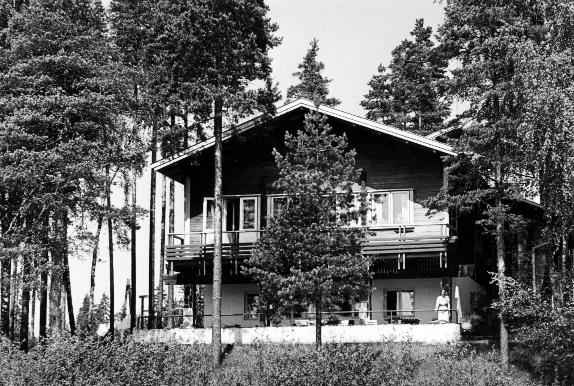 Eerikkilä, opistorakennus järveltä päin, 1950-1960-luku